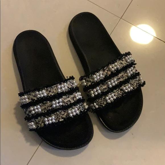 88bc80e2e1e4 Zara pearl and tweed slides. M 5c5acf0fc89e1dd8ecdeb753. Other Shoes ...